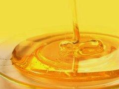 Так выглядит свежеоткаченный мёд акации